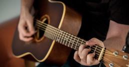 ギターの練習も欠かせません